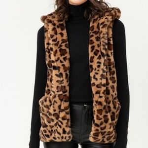⭐NEW ARRIVAL ⭐Sleeveless leopard faux fur vest